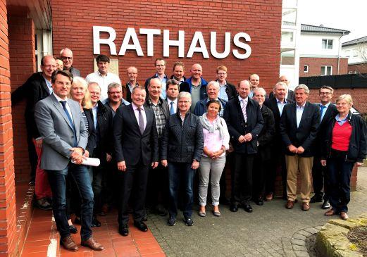 v.l. Die CDU-Fraktionen von Ostbevern und dem Kreis Warendorf mit Bürgermeister Wolfgang Annen und Landrat Dr. Olaf Gericke